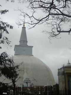 Ruwanwali saya - Sri Lanka