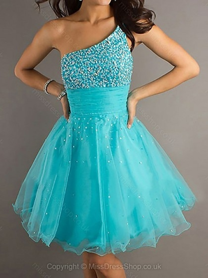 How To Be Stunning In A Short Prom Dress - Leisure and Me