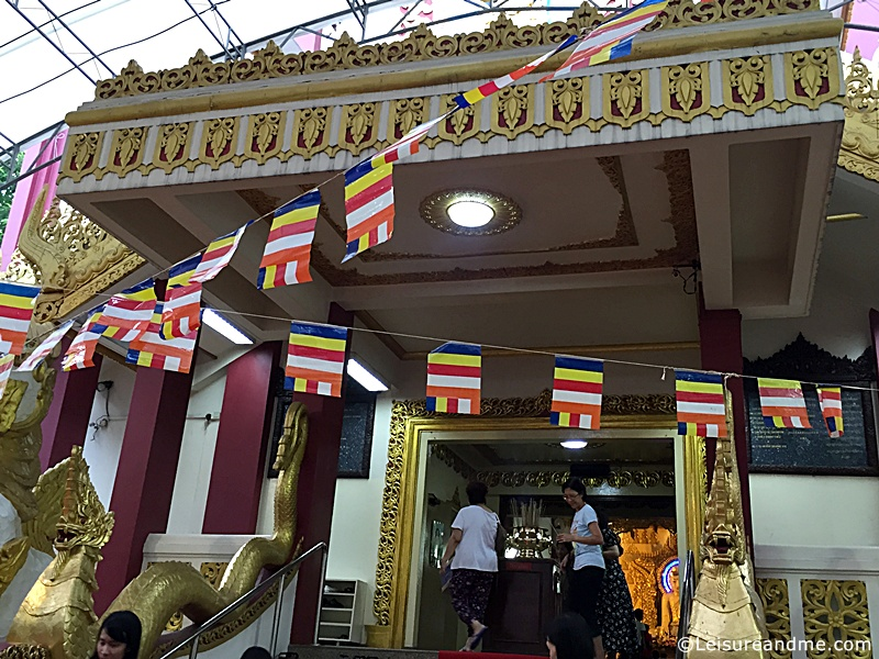 Vesak-Burmese-temple-Singapore