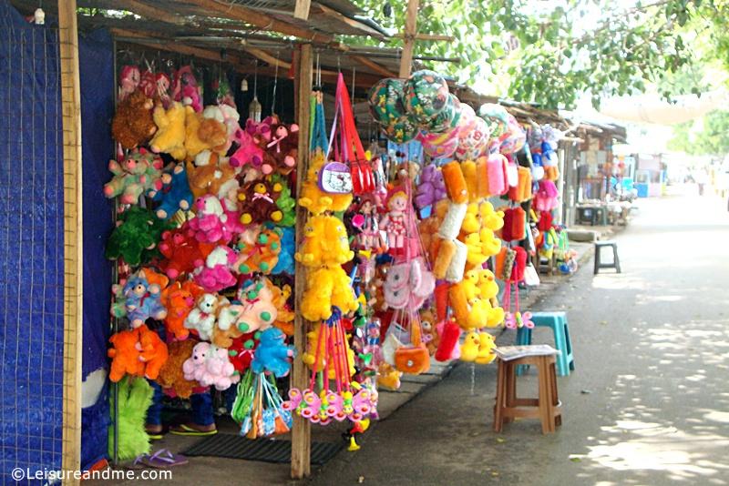 Kataragama-souvenir-shops