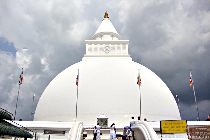 Kiri-Vehera-Kataragama-Sri-Lanka-4