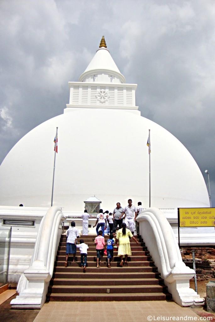 Kiri-wehera-Kataragama-Sri-Lanka