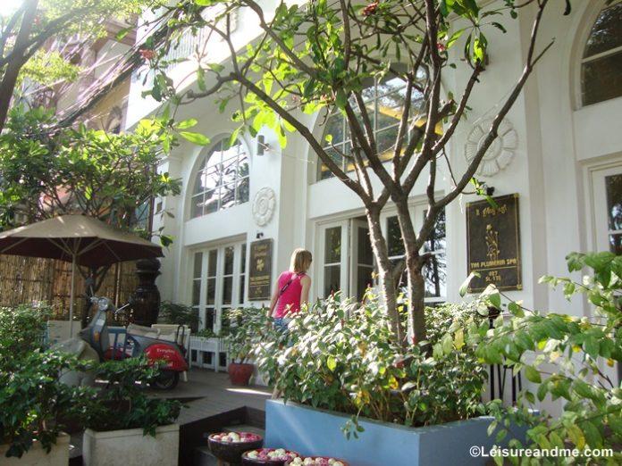 Frangipani Royal Palace Hotel