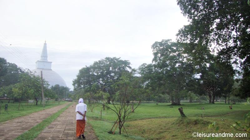 Walking from Thuparamaya to Ruwanwalisaya