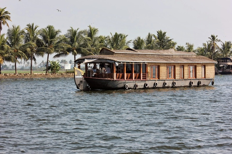 Booking a Houseboat in Alleppey