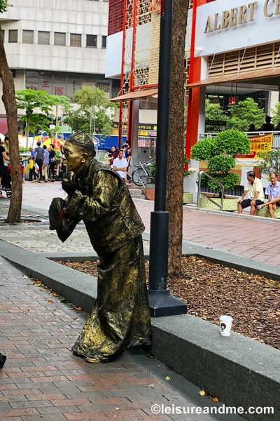 Living statue-Bugis
